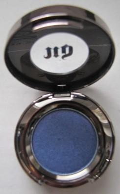 'Dive Bar' eyeshadow in pot