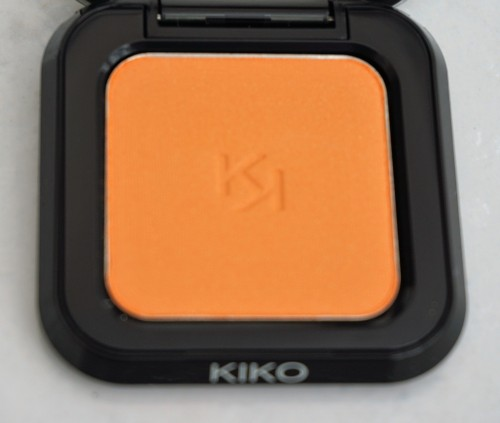 Kiko High Pigment Wet and Dry Eyeshadow in 20 Pearly Tangerine (close up of eyeshadow)
