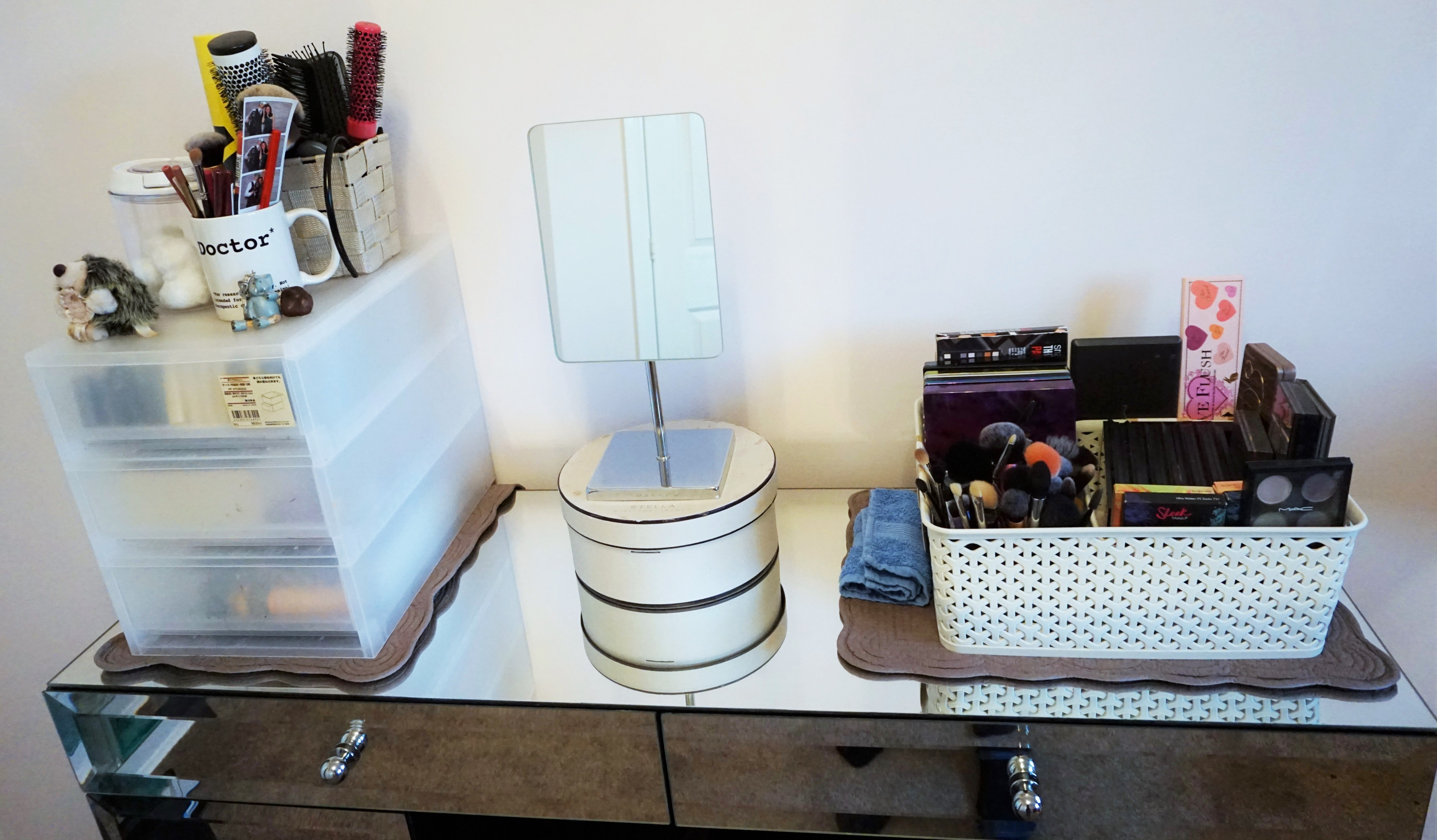#2 Make Up Organisation And Storage: Eyeshadow Palettes, Brushes And Mirror